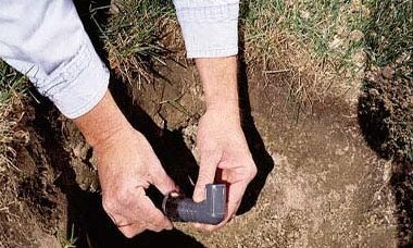 Punto 10: Se non è richiesta drenaggio, utilizzare un ell di 90 gradi alla testa sprinkler. Infilare un montante in cima alla ell.